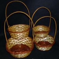 Корзина плетеная двухцветная 3 средняя, диаметр 18см, высота 6,5см (с ручкой 27 см)
