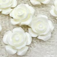 Декоративные Розочки из смолы 15мм, уп. 3 шт. - цвет белый